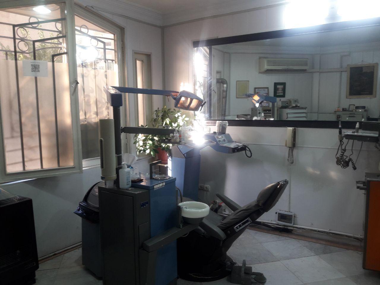 تهران: پیروزی، نیاز به دندانپزشک با مجوز تهران